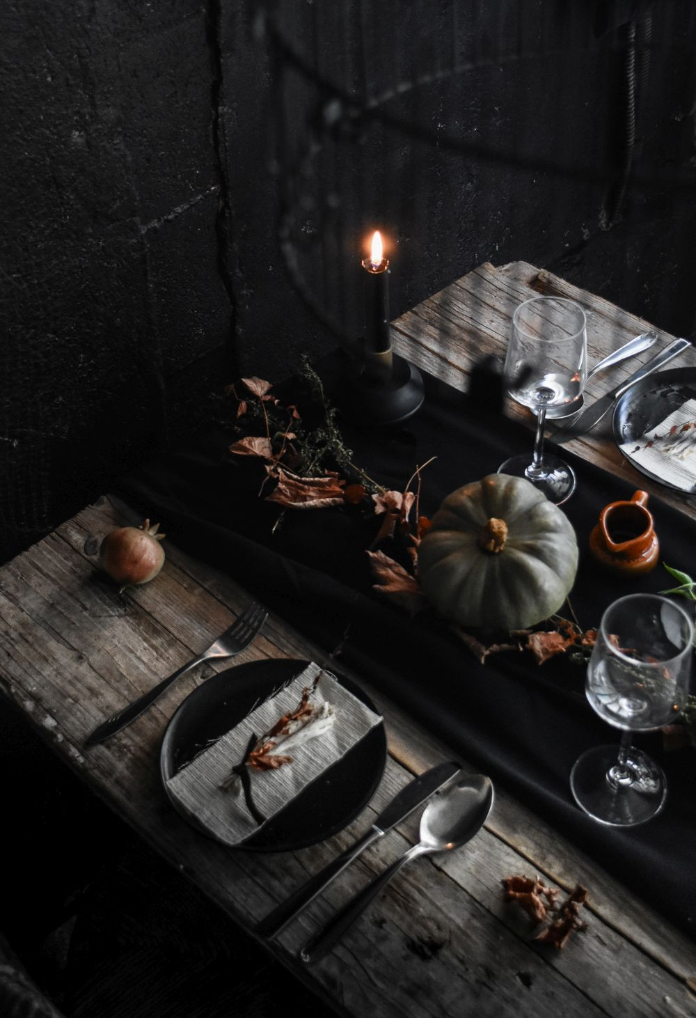 Halloween Table Settings  Conjure up a Dramatic Halloween Table Setting