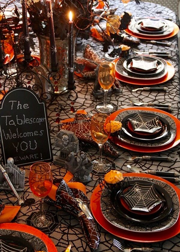 Halloween Table Settings  210 best GOTHIC HALLOWEEN PARTY DECOR images on Pinterest
