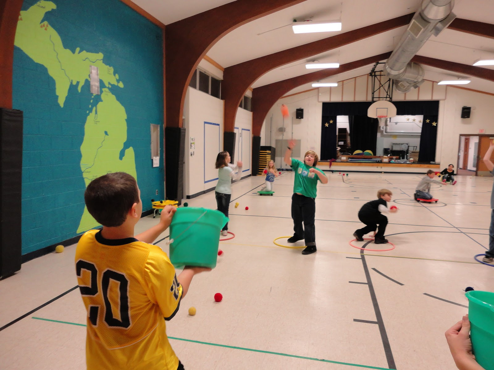 Indoor Christmas Activities  Carly s PE Games P E Christmas Games