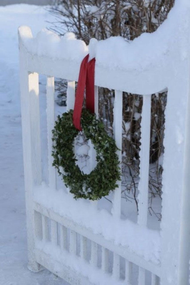 Indoor Christmas Tree Fence  43 Christmas Decoration Ideas to Decorate Your Outdoor
