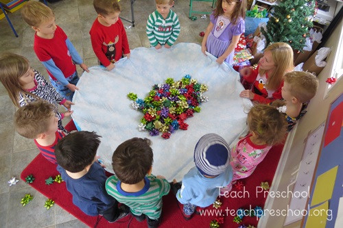 Kindergarten Christmas Party Ideas  Simple t bow game for preschoolers