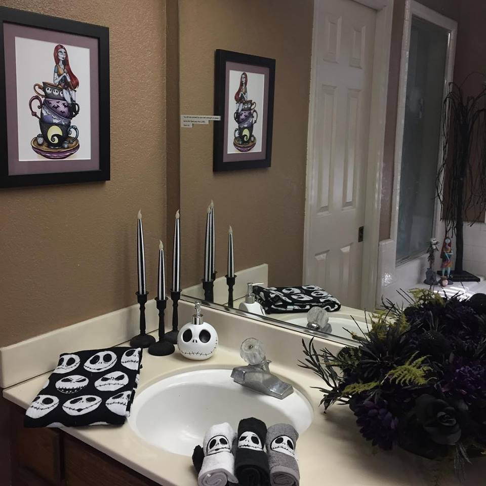 Nightmare Before Christmas Bathroom  32 Fun Christmas Bathroom Décor Ideas You Need To Try