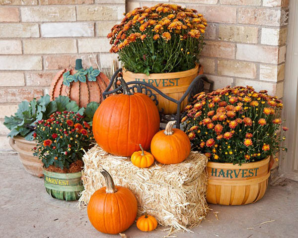 Outdoor Fall Decorations  30 Eye Catching Outdoor Thanksgiving Decorations Ideas