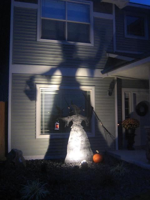Outdoor Halloween Decorations Ideas  Spooky Ideas for Outdoor Halloween Decoration
