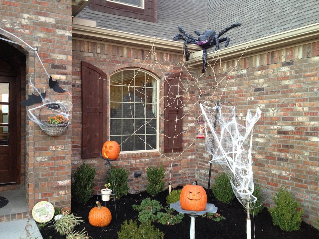 Outdoor Halloween Decorations Ideas  Outdoor Halloween Decorations – WeNeedFun