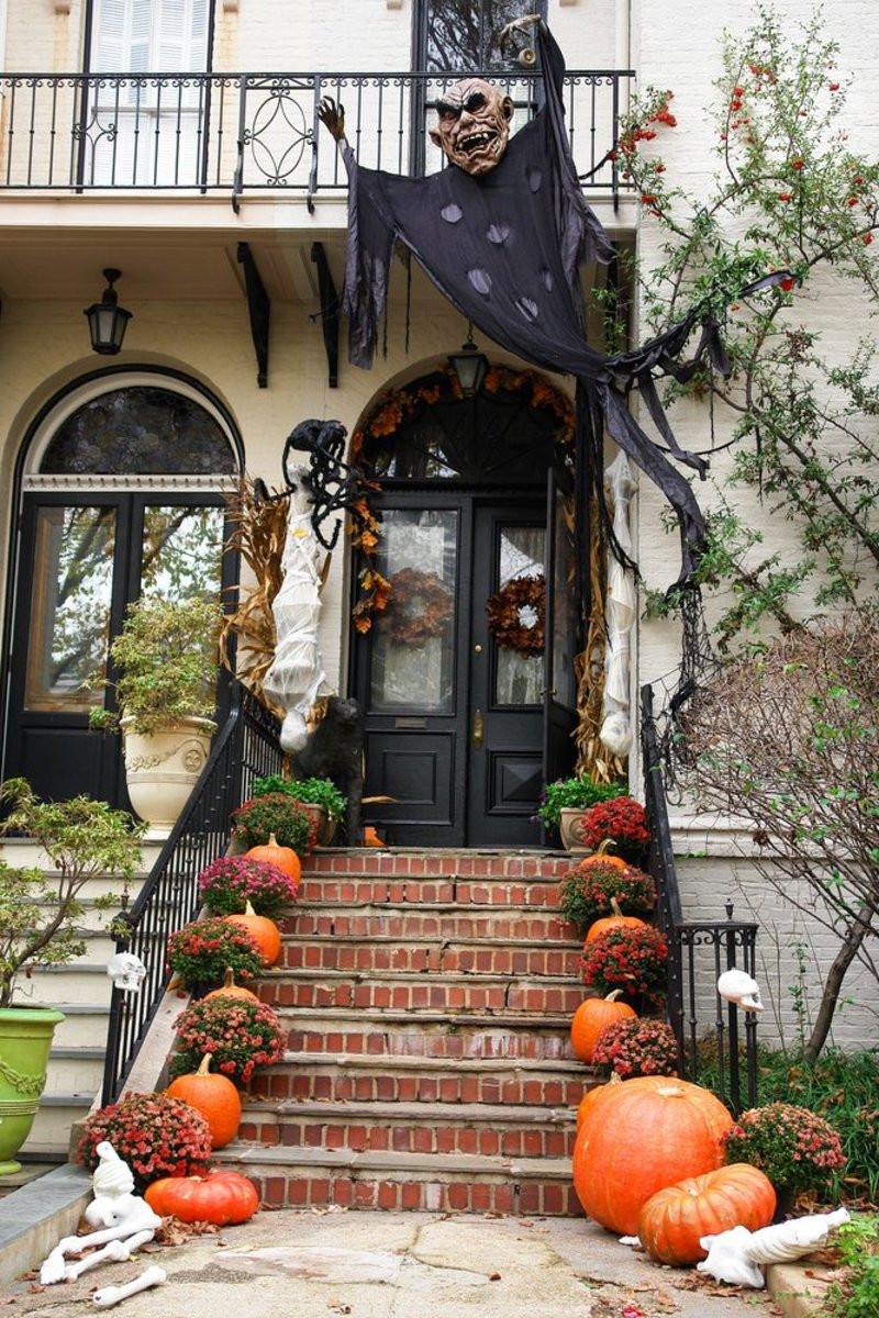 Outdoor Halloween Decorations Ideas  9 Legitimately Spooky DIY Halloween Outdoor Decorations
