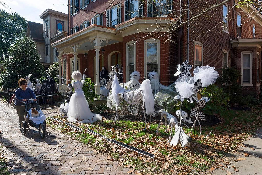 Outdoor Halloween Decorations Ideas  Outdoor Halloween Decorations Ideas To Stand Out