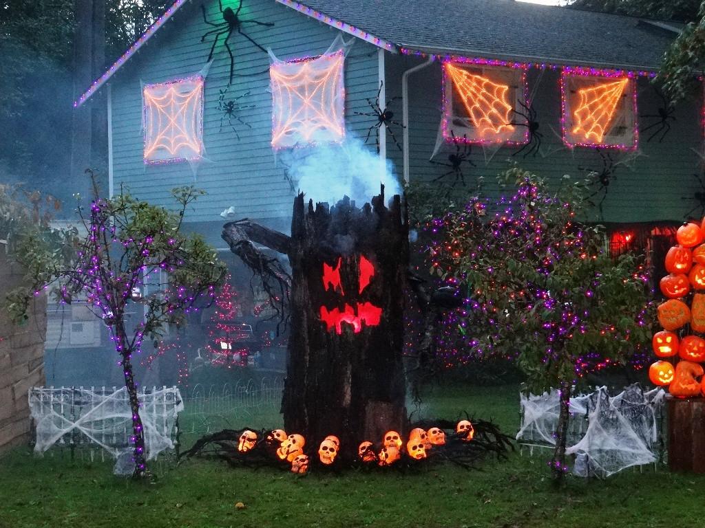 Outdoor Halloween Decorations Ideas  24 Indoor & Outdoor Tree Halloween Decorations Ideas