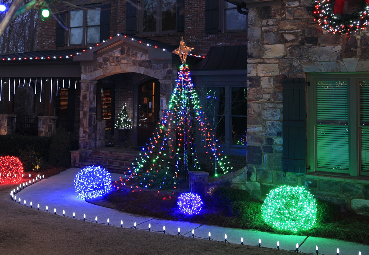Outdoor Light Up Christmas Tree  Outdoor Christmas Yard Decorating Ideas