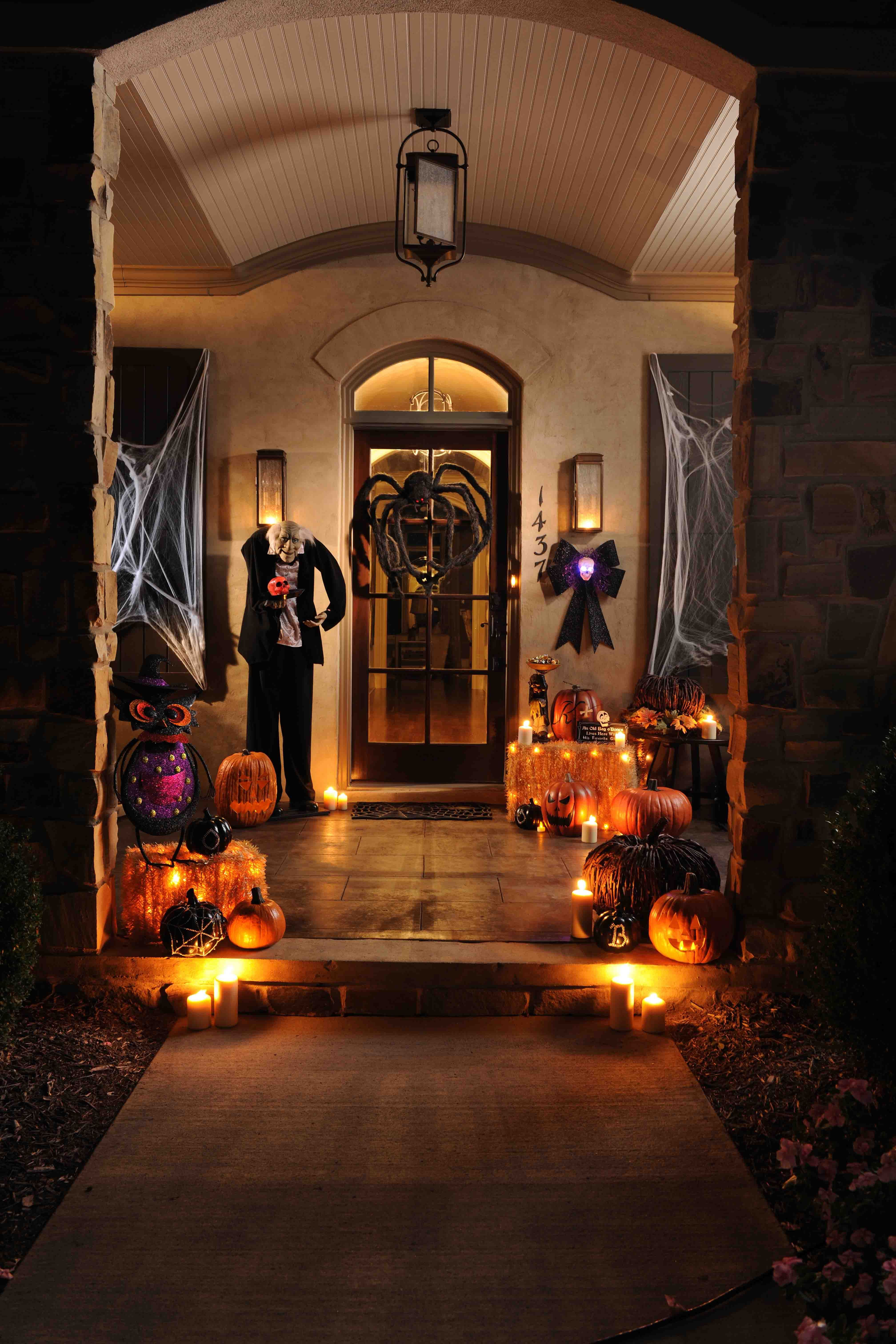 Porch Decorated For Halloween  45 cute and cozy fall and halloween porch decor ideas
