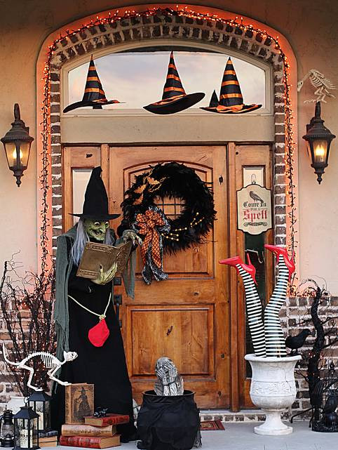 Porch Decorations For Halloween  11 Halloween Front Porch Decorating Ideas Pretty My Party