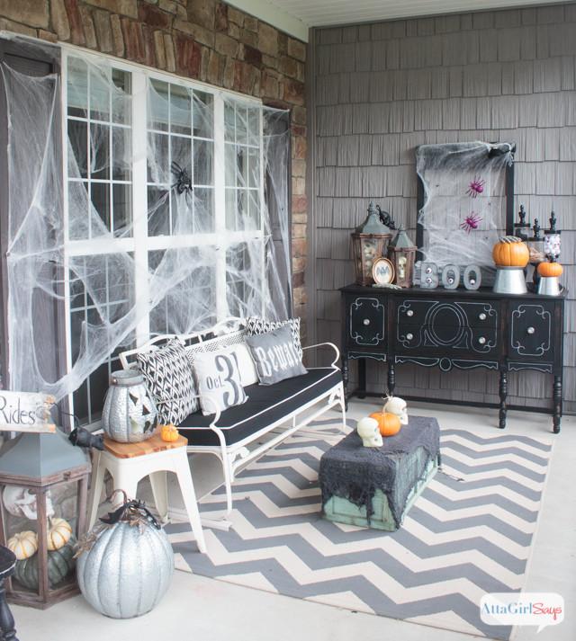 Porch Halloween Decorations  11 Killer Outdoor Halloween Decorating Ideas Spooky