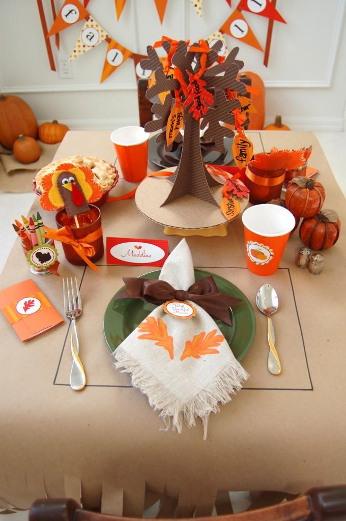 Thanksgiving Table Decor Ideas  16 Thanksgiving Table Ideas table setting