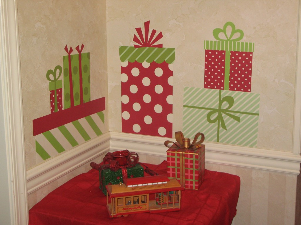 Wall Decor For Christmas  26 CHEAP CHRISTMAS DECORATIONS THAT FITS IN YOUR BUDJET