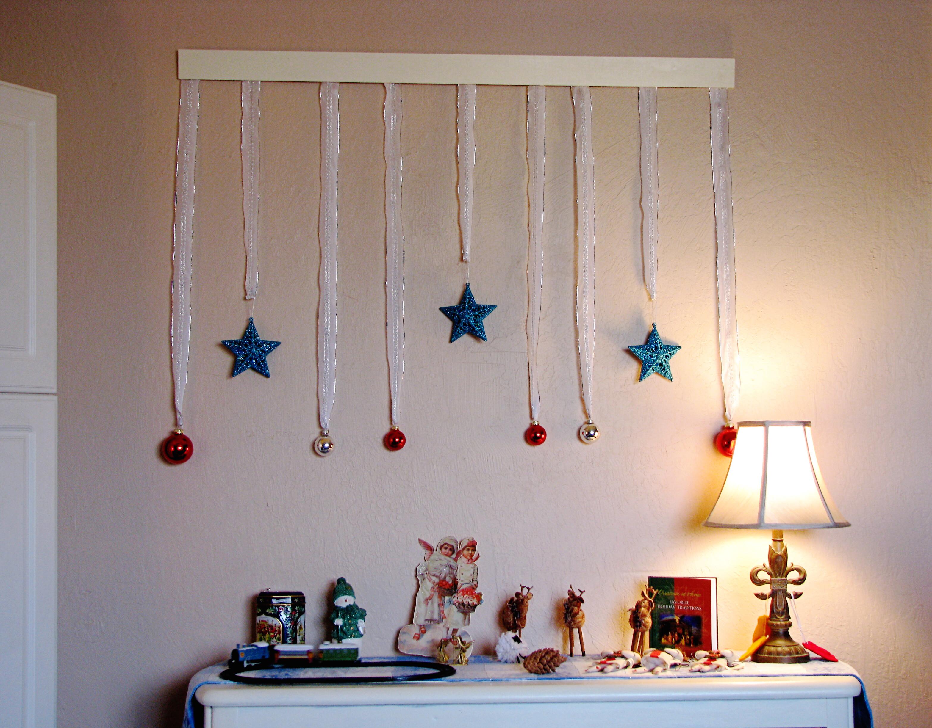 Wall Decor For Christmas  Crafty Wall Decor for Christmas